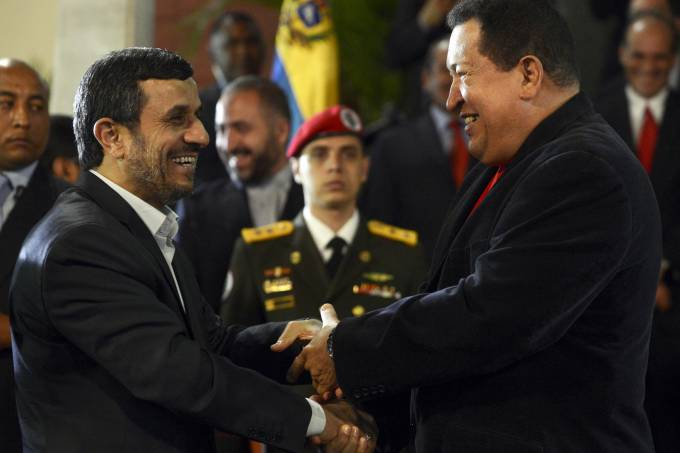 El presidente iraní Mahmoud Ahmadinejad se encontró con el venezolano Hugo Chávez, en 2012 / (Juan Barreto/AFP)