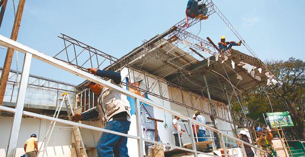 contra  el reloj  las obras deben ser finalizadas hasta el 15 de septiembre  Al menos 1.400 trabajadores de la construcción y otras técnicas apresuran las mejoras de stand