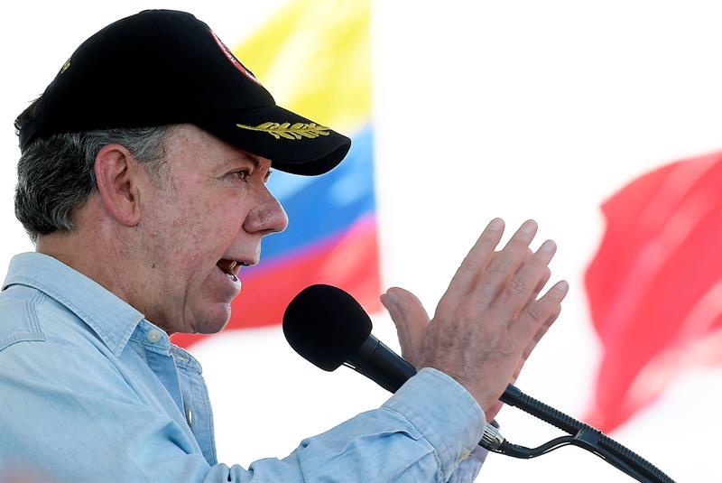 El presidente colombiano Juan Manuel Santos durante la celebración Día del Ejército Nacional en el fuerte militar de Tolemaida (Colombia). Foto: EFE