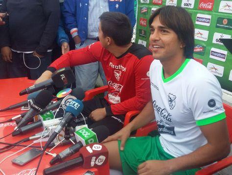 Marcelo Martins durante la conferencia de prensa. A su lado el golero Romel Quiñónez.