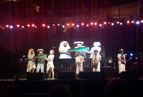 El espectáculo de la presentación de la reina del Carnaval 2017 consiste en un sketch sobre una tamborita carnavalera, y estará protagonizado por Ian Vega, Sebastián Daza, Paula Ibáñez, Sibele Ortiz, Óliver Montoya, Sergio Mier (en la dirección) y Bruno F