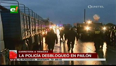 Pailón: La Policía interviene y desbloquea la carretera a Trinidad