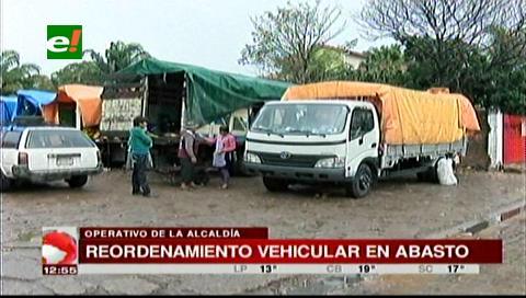Santa Cruz: Realizan reordenamiento vehicular en el mercado Abasto