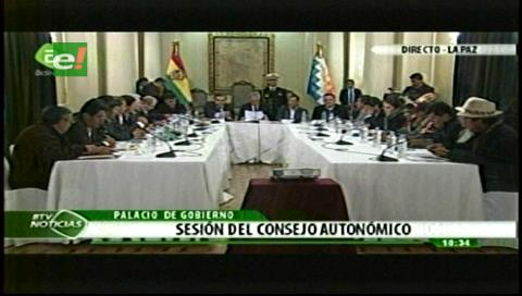 Con la presencia de los 9 gobernadores de Bolivia se inicia sesión del Consejo Nacional Autonómico