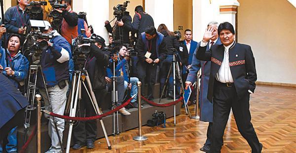 El presidente Morales negó que exista veto en los medios estatales