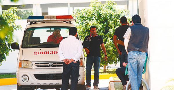 Agentes de la Brigada de Homicidios investigan el hecho violento
