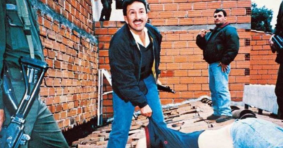Escobar murió el 2 de diciembre de 1993 a manos del comandante Hugo Aguilar.
