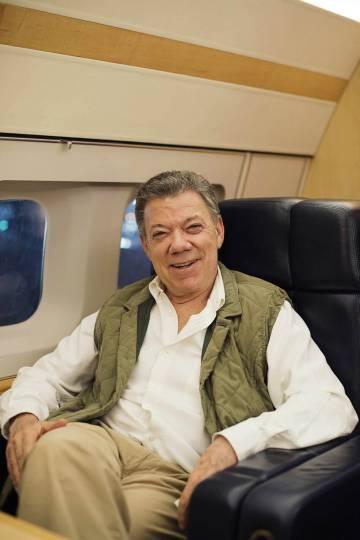 Juan Manuel Santos, en el avión presidencial, tras la entrevista.