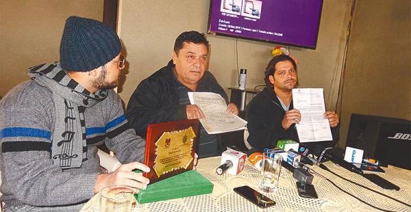 David Baldelomar Leaños (centro) y sus hijos, Diego y David, hablaron sobre los hechos que derivaron en la muerte de Mauricio en la cárcel