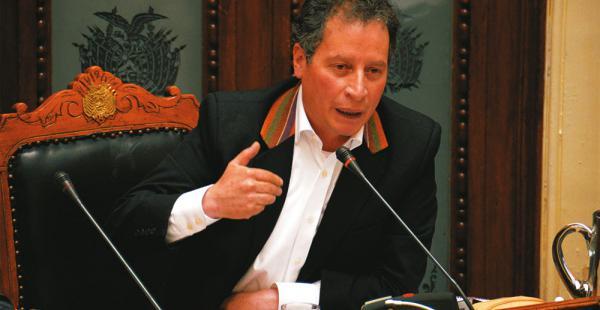 El ministro César Navarro durante la interpelación de ayer