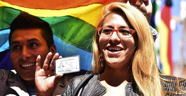Los primeros documentos con el cambio de identidad de género fueron entregados el martes en La Paz