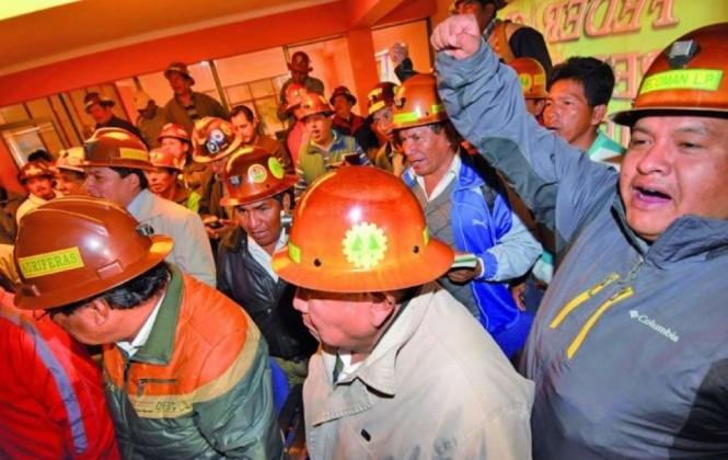 Cooperativistas exigen el derecho al trabajo, se quedaron sin insumos para la producción minera
