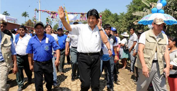 El presidente Morales estuvo esta mañana en el Chapare, donde se refirió también a las telefónicas Viva y Tigo