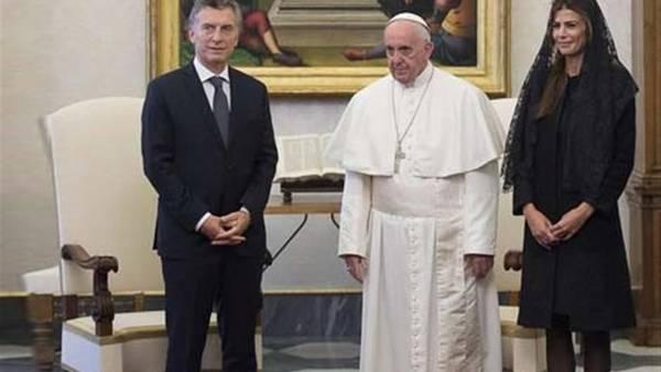 El presidente Macri y la primera dama Awada, durante su visita oficial ante el Papa.