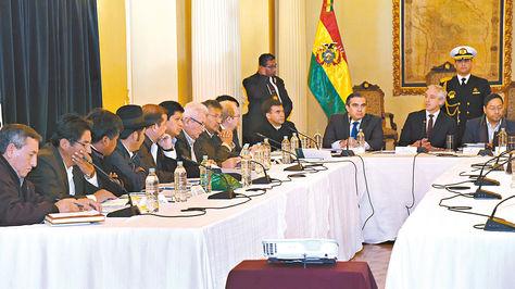 La reunión entre el Gobierno, la Federación de Municipios y gobernadores en Palacio de Gobierno el 31 de agosto