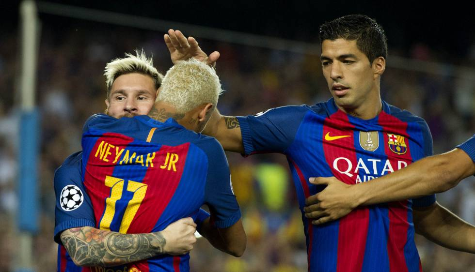 Messi celebra junto a Neymar y Suárez uno de los goles del Barça.