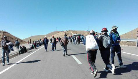 El bloqueo de los cooperativistas mineros en la carretera La Paz - Oruro. Foto: Fabiola Furuya Gonzáles