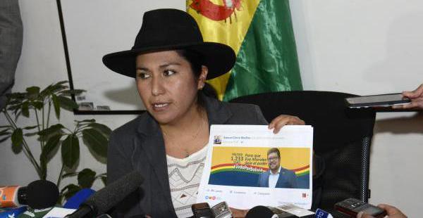 La ministra denunció que publicaciones en las redes sociales incurren en discriminación y racismo.