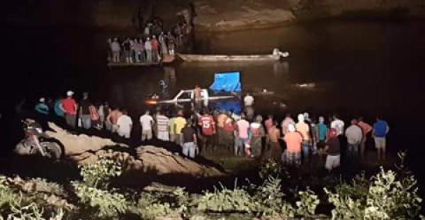 La Policía ayudó a recuperar los cuerpos de las víctimas