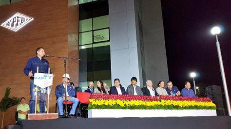 El presidente Evo Morales entrega un moderno edificio a YPFB en Santa Cruz