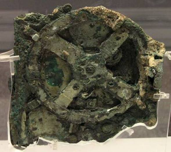 El mecanismo de Anticitera. / Wikipedia mecanismo de anticitera computadora de la antigua grecia