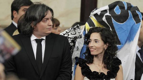 Rocío García y Máximo Kirchner en 2011 durante la asunción de la ex Presidenta. Foto EFE/Leo La Valle.