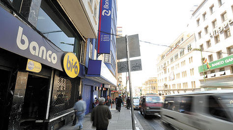 Vista de la avenida Camacho, donde se concentran las oficinas de la mayor parte de los bancos.
