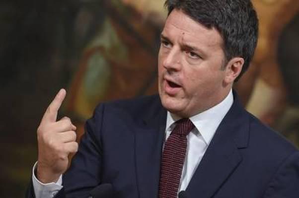 El premier italiano, Matteo Renzi, dio detalles de los trabajos de reconstrucción yayuda a los afectados por el terremoto. AFP