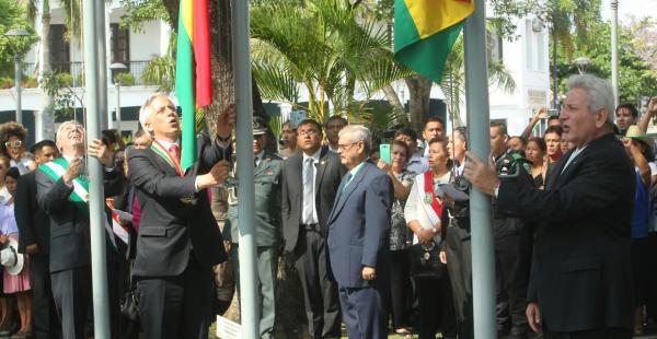 Autoridades nacionales y departamentales participan del acto en la plaza 24 de Septiembre