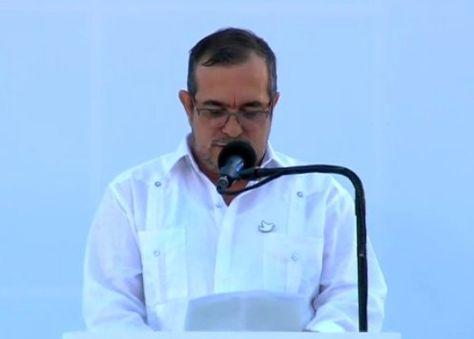 El jefe máximo de las FARC, Rodrigo Londoño (Timochenko), durante su discurso. Foto: CNN