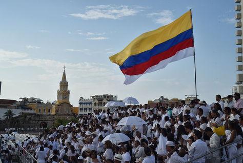 Cientos de personas asistieron al acto de la firma de paz entre las FARC y el Gobierno de Colombia. Foto: CNN