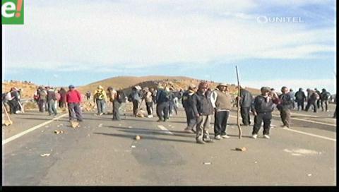 Titulares de TV: Mineros convocan al desacato de la ley que prohíbe el uso de dinamita en protestas