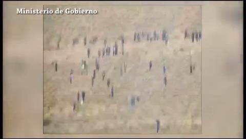 Un video muestra ataque de mineros a policías