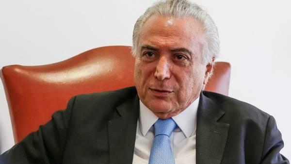 """A CARGO. Michel Temer durante la entrevista en Brasilia en la que señaló su esperanza de que pronto amaine la crisis y """"pasemos la tormenta""""."""