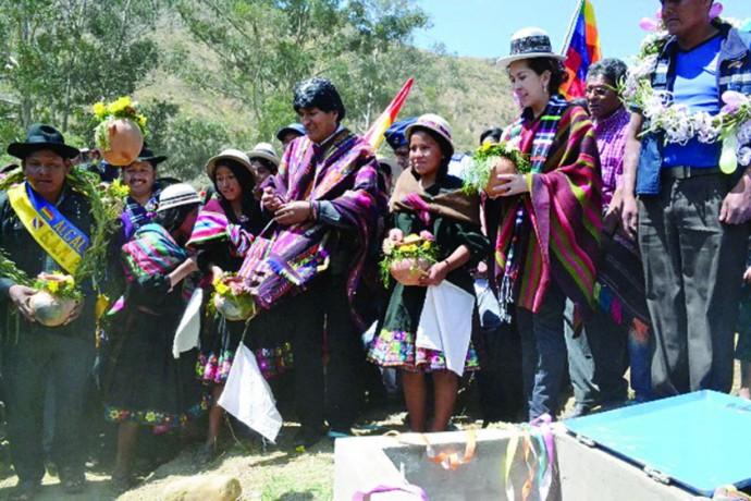 ENTREGA. Evo Morales en el acto.