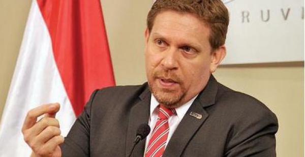 Eddie Jara Rojas, presidente de Petropar, informó sobre el proceso de licitación