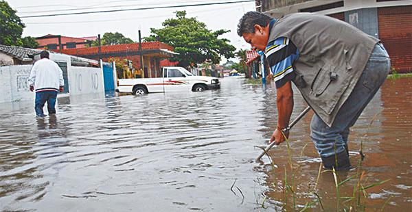 Las calles de algunos barrios quedaron como verdaderos ríos