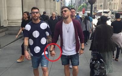 La foto de los futbolistas, de la mano, en las vacaciones que compartieron el verano pasado en Nueva York.