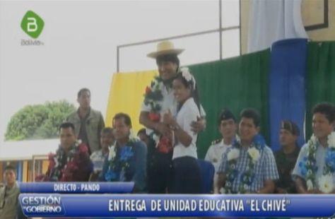 """El presidente Evo Morales en la entrega de Unidad Educativa """"El Chive"""" en el municipio de Filadelfia, Pando."""