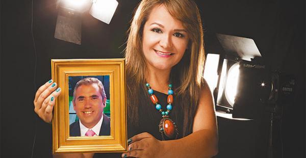 Mónica Bustos  (20 años de casados)