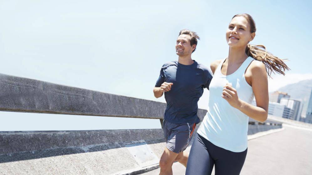 Foto: El 'running' nos hace sentir más alegres y menos estresados (iStock)