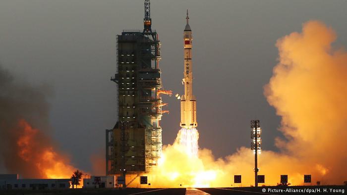 China startet Shenzhou-11 Raumfahrzeug (Picture-Alliance/dpa/H. H. Young)