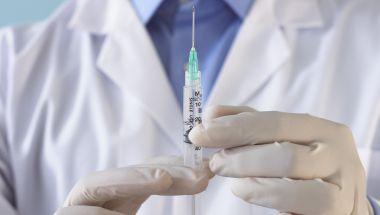 121012035805-injection-doctor-syringe-e1433908819491