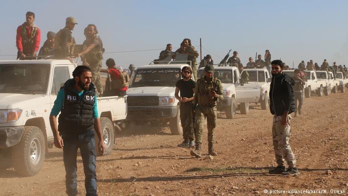 Syrien Kampf um Dabiq FSA Einheiten (picture-alliance/abaca/M. Osman)