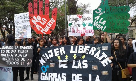 """La manifestación de Cochabamba de la campaña """"Ni una menos"""" comenzó en la plaza 14 de Septiembre. Foto: Fernando Cartagena"""