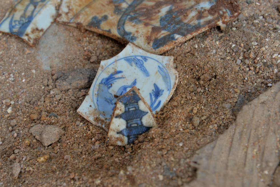 Una de las piezas de cerámica china halladas en Acapulco.