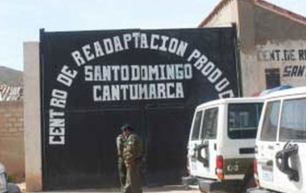 Reo condenado por violación sufre agresión sexual de parte de seis internos