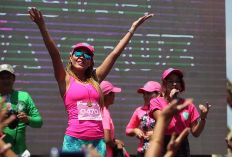 Las mujeres completaron un recorrido de 4 kilómetros en el Cambódromo