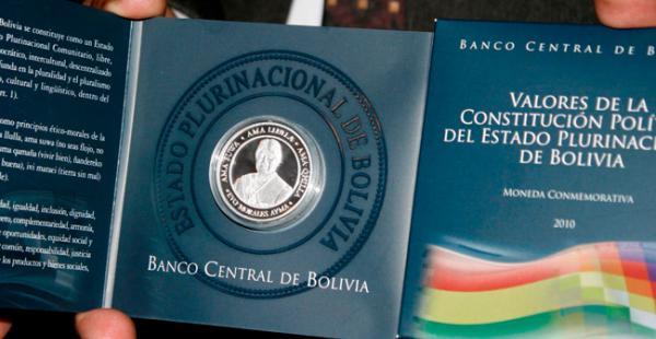En agosto de 2010 el BCB presentó 7.000 piezas de la moneda conmemorativa de Valores de la Constitución Política del Estado que lleva el rostro del presidente Evo Morales