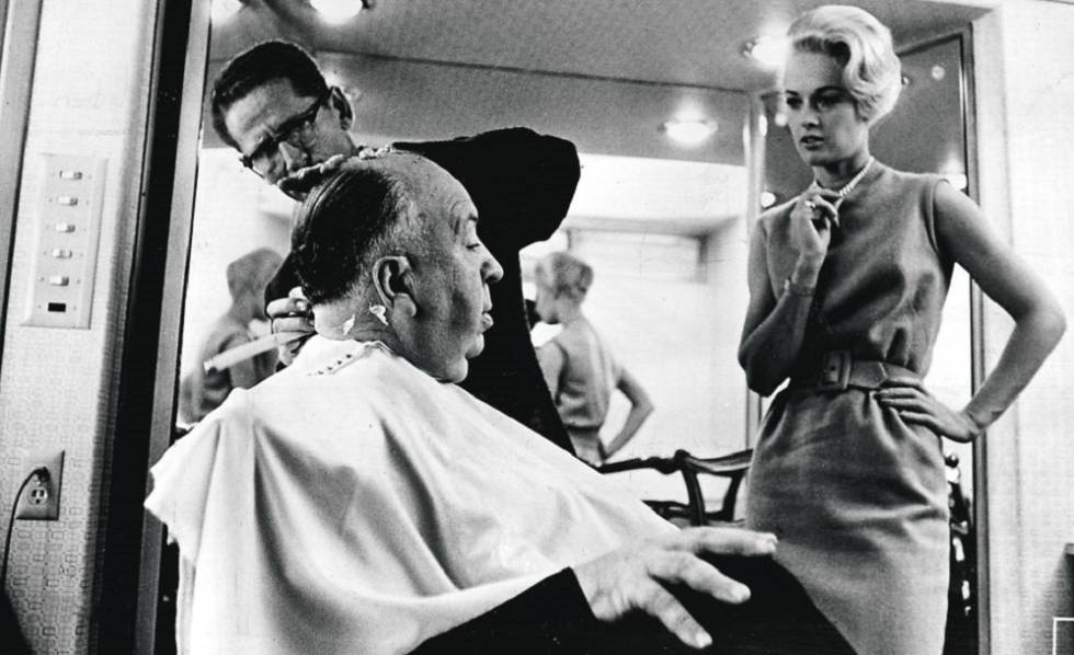 Tippi Hedren, junto a Alfred Hitchcock, en un descanso del rodaje de